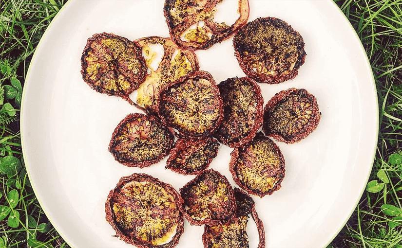 fedtfattige sunde hjemmelavede sunde raw tomat chips opskrift